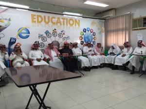 قائد ثانويه الصديق بخميس مشيط يعقد اجتماع باعضاء هيئه التدريس والاداريين