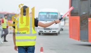 """60 شابا سعوديا وراء نجاح تجربة """"النقل الترددي"""" في كتاب الرياض"""