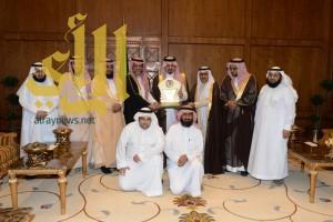 أمير عسير يبارك لجمعية الكوثر فوزها بجائزة التميز