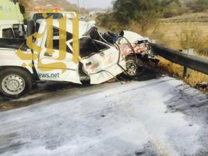 وفاة رجل وزوجته بعد إرتطام مركبتهم بشاحنة صغيرة وإصابة قائدها