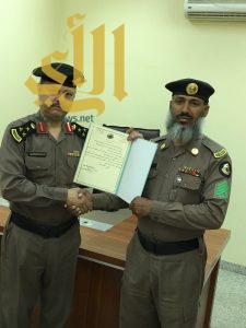 شرطة الجوف تكرم اليامي لجهوده وتميزه في عمله