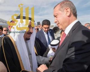 خادم الحرمين يصل إلى تركيا.. وأردوغان في مقدمة مستقبليه