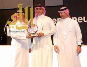 وزير التجارة يتوج اليحيا بطلا لجائزة رواد الأعمال في المملكة