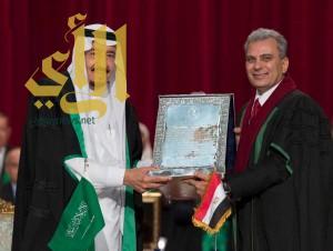 خادم الحرمين يتسلم شهادة الدكتوراة الفخرية من جامعة القاهرة