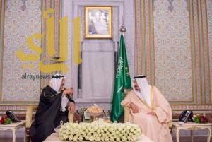 الملك سلمان يستقبل بمقر إقامته في اسطنبول أمير دولة الكويت
