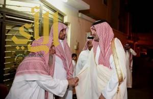 أمير المدينة يعزي أسرة الشهيد العريف المزيني