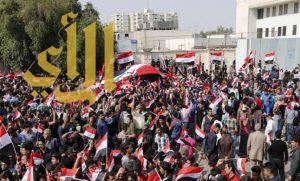 آلاف المتظاهرين يقتحمون المنطقة الخضراء ببغداد .. ويدخلون مقر البرلمان العراقي