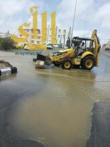 أمانة عسير .. تقوم بإزالة مخلفات الأمطار بأحياء مدينة أبها