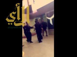 بالفيديو ..لاعب الأهلي عمر السومة يشتبك مع أحد رجال الأمن بمطار جدة