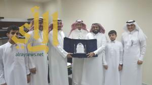 الشيخ حسين بن فايع النعمي يدعم نادي ألمع
