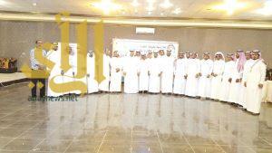 القطاع الصحي بمحافظة بارق يكرمون نائب مدير القطاع الصحي