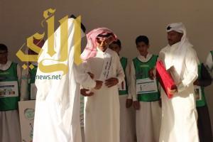 طلاب مجمع الشافعى التعليمي يكرمون مشرف برنامج فطن