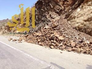 بالصور .. مخلفات السيول تشل حركة طرق النماص والبلدية في سبات