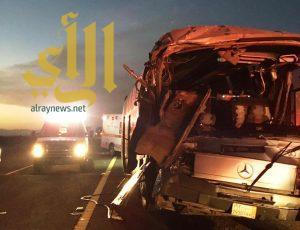الهلال الأحمر بالمدينة يباشر حادثة تصادم باص معتمرين