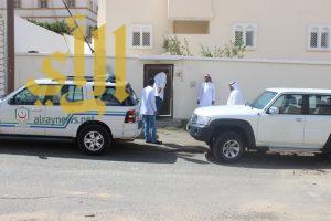 مدير مستشفى سراة عبيده يرافق الطب المنزلي اثناء زيارتهم للمرضى بمنازلهم