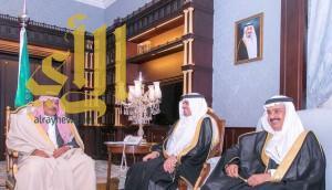 أمير الباحة يستقبل مدير عام مكافحة المخدرات بمكتب سموه بديوان الإمارة