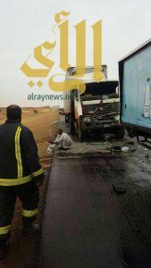 ارتطام دينّا بشاحنة يخلف ثلاث إصابات بطريق القصيم الرياض