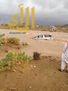 بالفيديو .. إنقاذ الاستاذ مداوي بن وازع من سيل وادي كرى بتربة