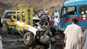 وفاة عائلة من  5 أفراد بحادث مروري على طريق سبت العلاية بيشة