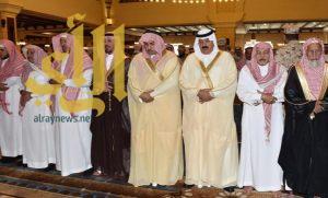 متعب بن عبدالله يؤدي صلاة الميت على أمير الفوج الـ 38 بالحرس الوطني