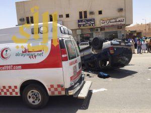 وفاة وثلاث إصابات بحادث إنقلاب عائلة على طريق الدمام بالرياض