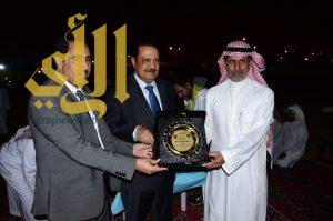 """الكشافة اليمنية تمنح الدكتور عبدالله الفهد """"وسام التميز"""""""