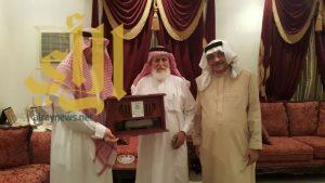 الدكتور الشلهوب يكرم رموز الإعلام السعودي