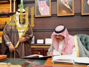 أمير الباحة يتسلم التقرير السنوي عن إنجازات وأعمال مركز المعلومات الوطني بالمنطقة