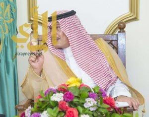 أمير منطقة الباحة يناقش مشاريع الطرق بالمنطقة