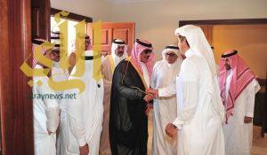 """أمير الباحة يعزي عائلة """"آل جندان"""" في وفاة والدتهم"""