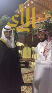 القريشي يحتفل بتخرجه من جامعة الملك خالد