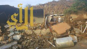 انهيار منزل بمركز العيدة في محايل عسير جراء الأمطار الغزيرة