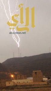 الصواعق والبروق تتسبب في إنقطاع الأبراج في القرى التابعة لمركز الحرجة