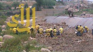 أمانة عسير تساند بمعدات وعمال لتنظيف مجرى وادي أبها