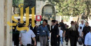 ضباط مخابرات وشرطة إسرائيلية يقتحمون المسجد الأقصى
