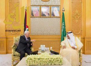 خادم الحرمين الشريفين يستقبل الرئيس الفلسطيني