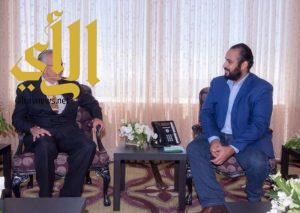 """الأمير محمد بن سلمان يجتمع مع مسؤولي """"سكس فلاجز"""" الترفيهية"""