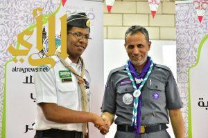 نائب رئيس جمعية الكشافة يُقلد القيادات الكشفية الشارات التأهيلية
