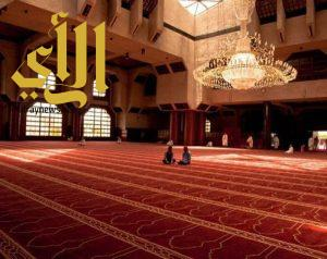 طالبات نادي الجموم الصيفي بتعليم مكة يتطوعن للمعتمرين