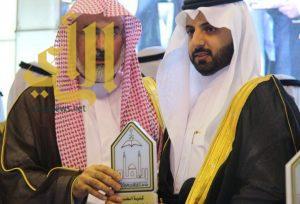 مدير جامعة الإمام محمد بن سعود يكرم الطبيب الدوقي