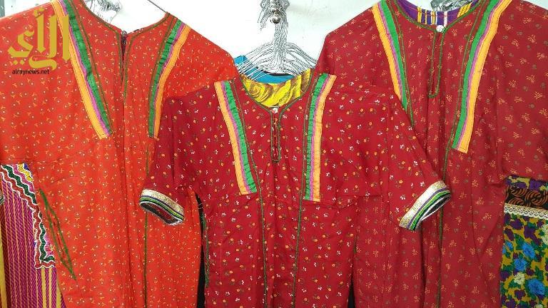ثياب للعرض والبيع