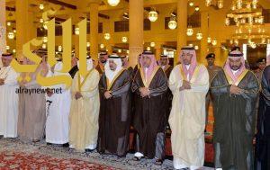 أمير منطقة الرياض يؤدي صلاة الميت على سمو الأميرة حصة بنت محمد بن سعود الكبير