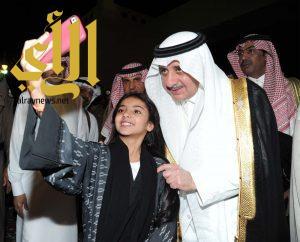 أمير تبوك يدشن فعاليات العيد بالمنطقة ويشارك الأهالي فرحتهم