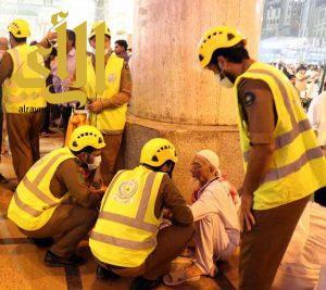 رجال الدفاع المدني يد حانية في رعاية ضيوف الرحمن