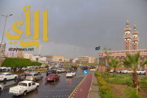الأمطار تنعش أجواء أبها وتبشر بموسم سياحي ممطر
