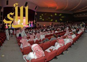 """(مهرجان الكوميديا الدولي) يبدأ فعالياته بتكريم 5 نجوم.. و""""سلفي"""" و""""عسل أبيض"""" يتصدران جوائزه"""