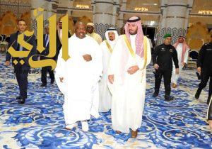 رئيس جمهورية الجابون يصل إلى جدة