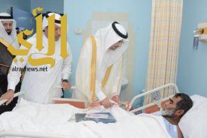 المتحمي يعايد المرضى المنومين بمستشفى محايل العام