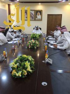 مدير تعليم رجال ألمع المكلف يترأس اجتماع لجنة جائزة علي الألمعي