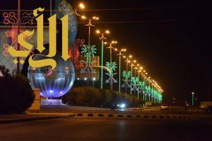 القيصومة تستقبل عيد الفطر المبارك بتزيين الشوارع والميادين بالإنارة وعقود الزينة